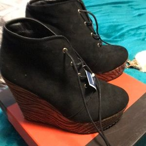 Guess booties brand new never worn